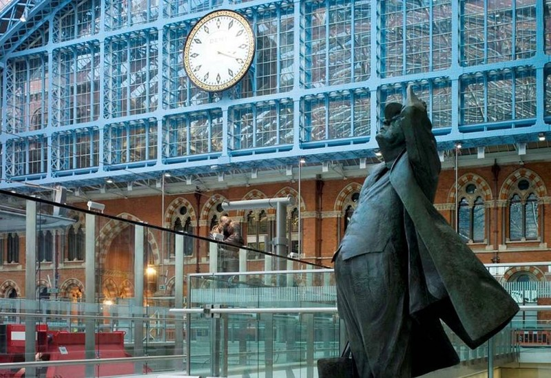 Sculpture of Sir John Betjeman by Martin Jennings