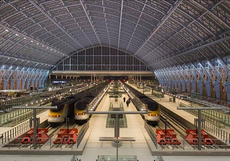 The 6 new Eurostar platforms in the trainshed