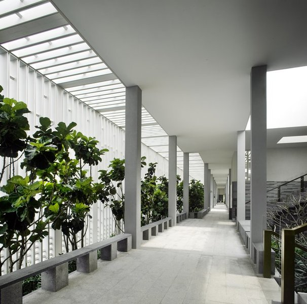 The single level garden walkway to guestrooms
