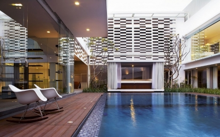 Swimming Pool at Taipan White House