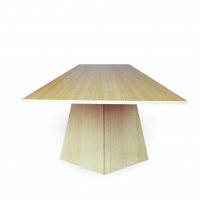 LA CAMBRE table designed by Irina Scrinic