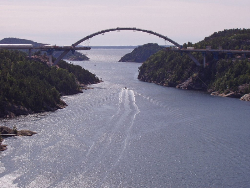 102 Bridge over Iddefjorden near Svinesund (border between Sweden and Norway).JPG